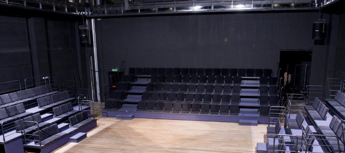 Planos del escenario y aforos de la Sala Zavala Muniz