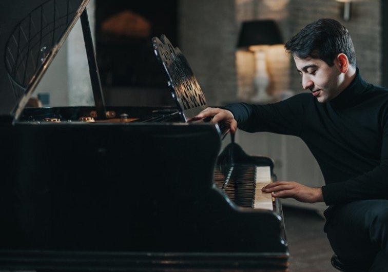 Pianos en la noche