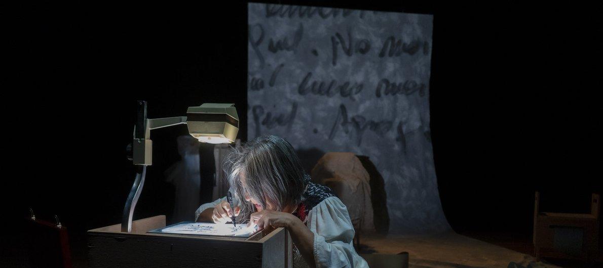 Lenguajes híbridos e intermedialidades en el teatro: texto, gesto, imagen